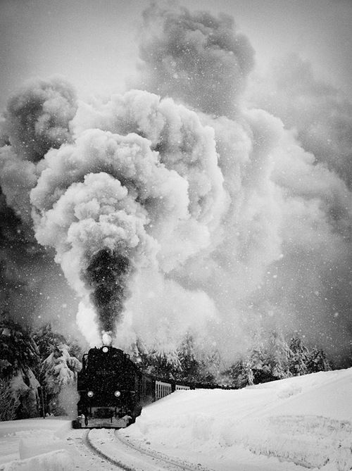 Smoking train (by:Ralph Graef)