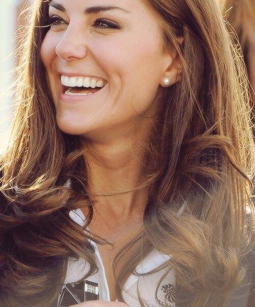 kate middleton - sweet smile & simple pearls.