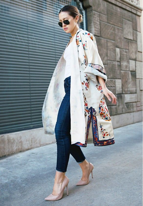 This beautiful white embroidered kimono coat turns a simple outfit into stunning.