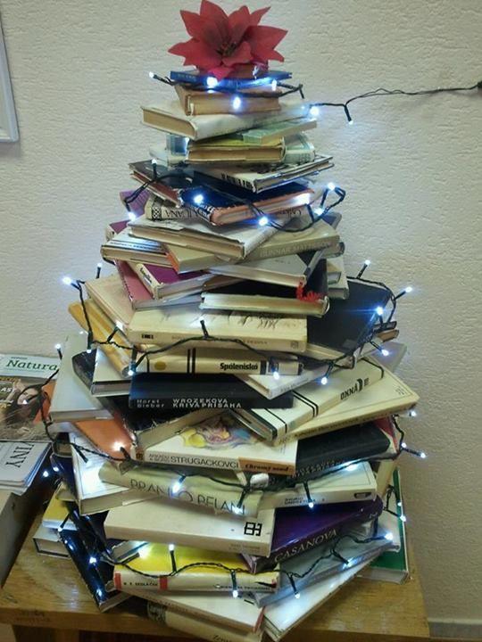 - Christmas tree book - library Malacky, Slovak Republic ....