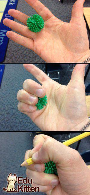 هل يواجه طفلك صعوبة ليمسك بالقلم , جرب هذه الطريقة معه Does your kid find holding the pencil difficult try this trick