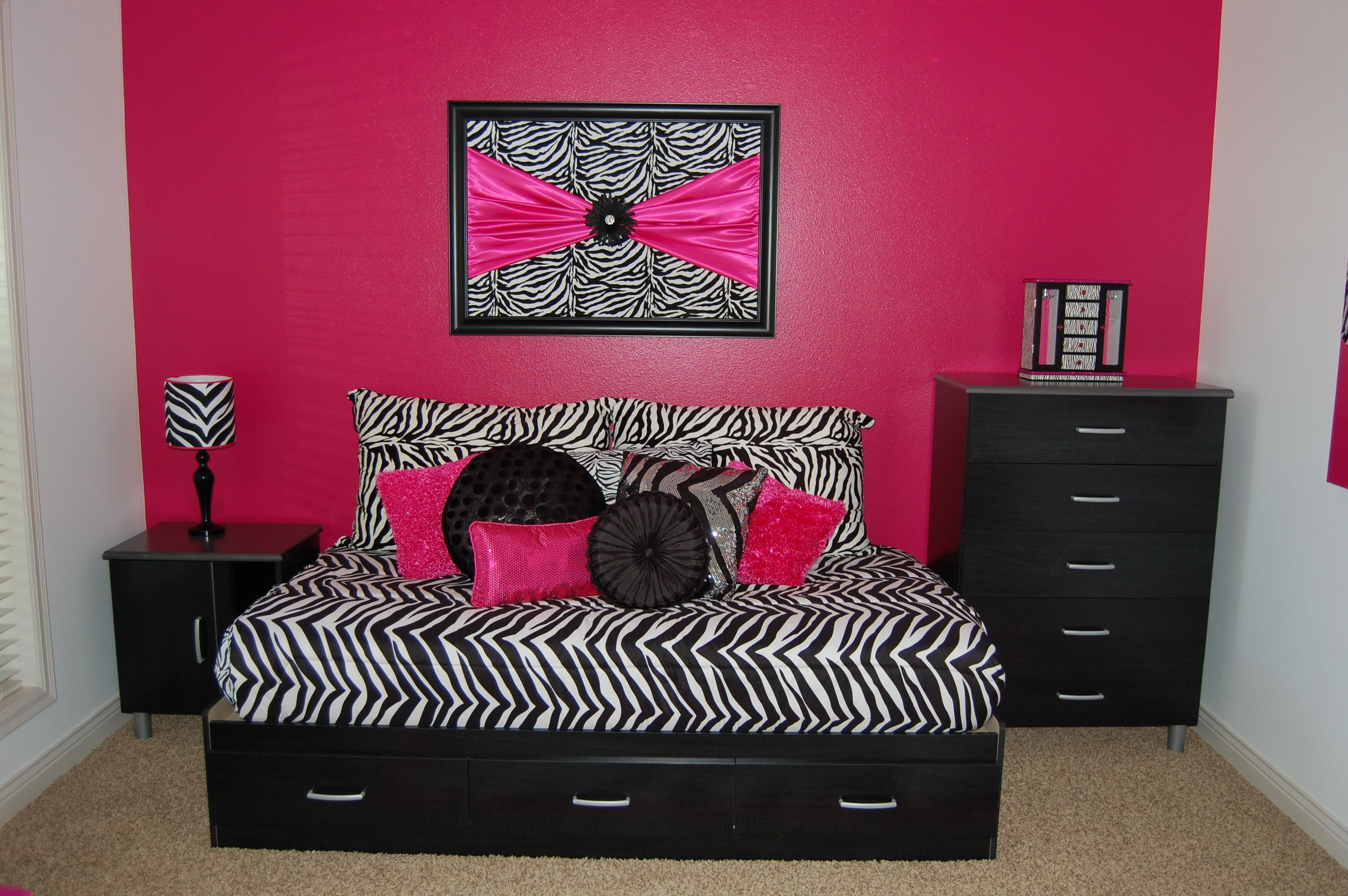 Zebra print bedroom set - Black And White Zebra Print Bedroom Ideas Photos Awesome Zebra Print Accessories For Bedroom