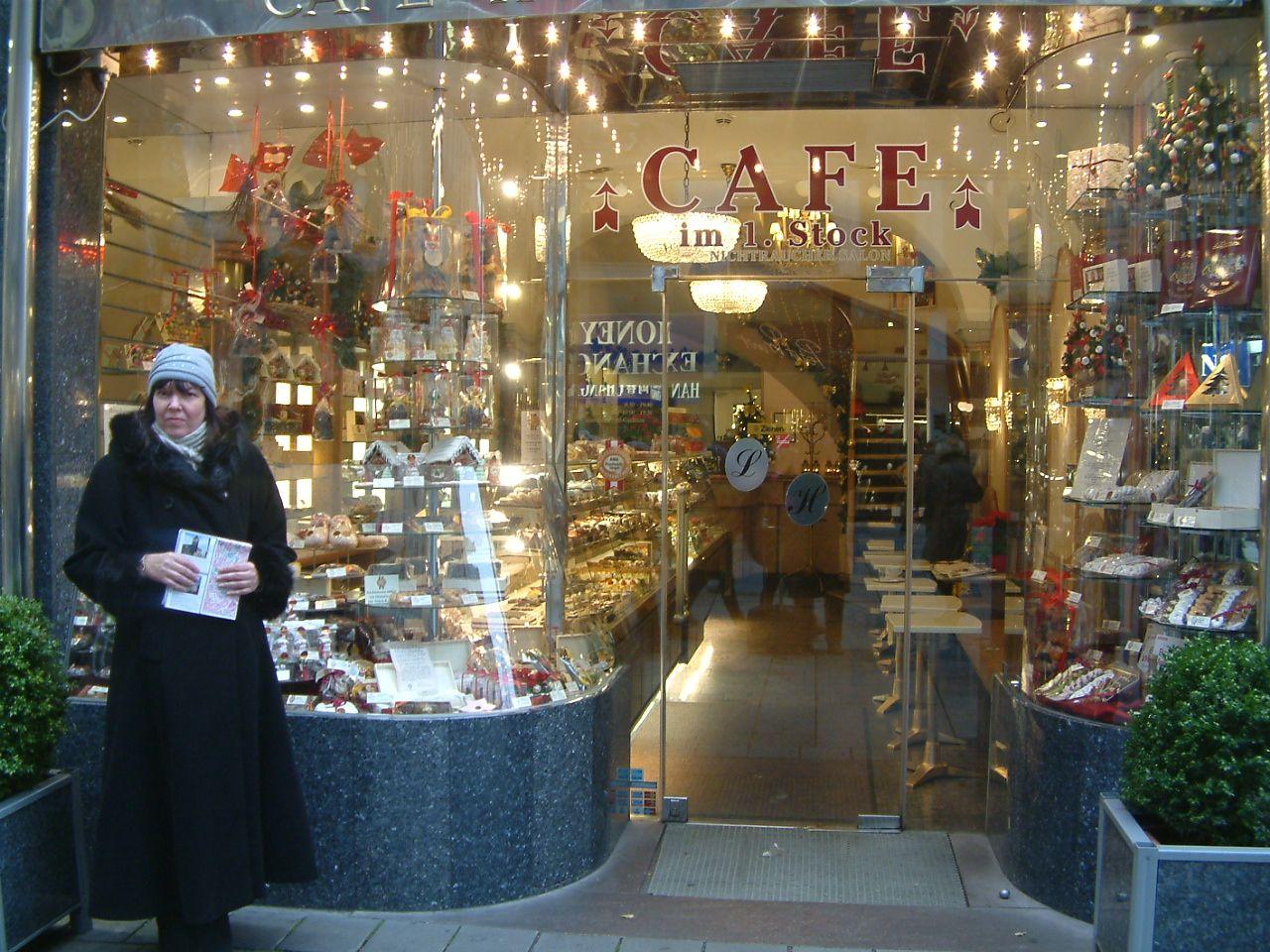 Egy kávéház előtt (Fotó: Kéri Kata)