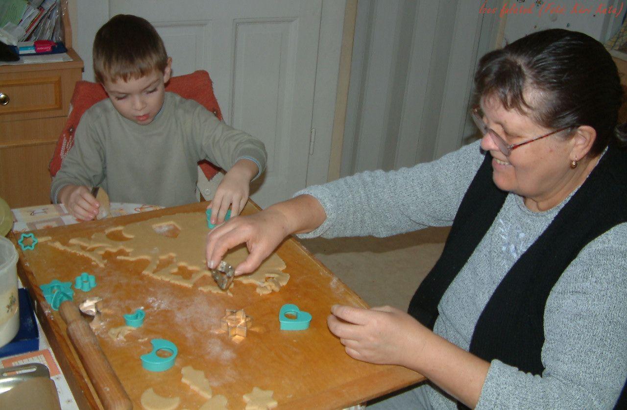 Karácsonyi mézeskalács - Megy a munka a sütödében ;-) (Fotó: Kéri Kata)