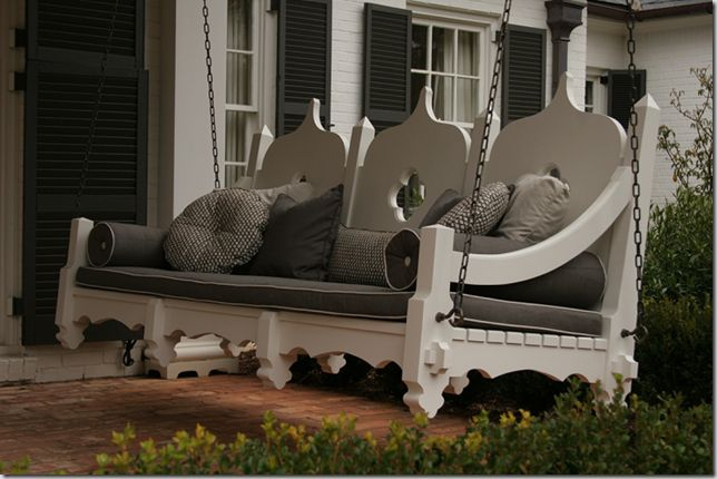 Now that is a porch swing! so cute!