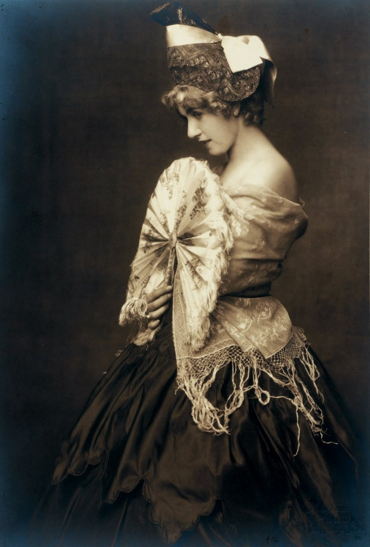 Dora Kallmus (Madame d'Ora) & Arthur Benda - Fashion study, Vienna c.1920.