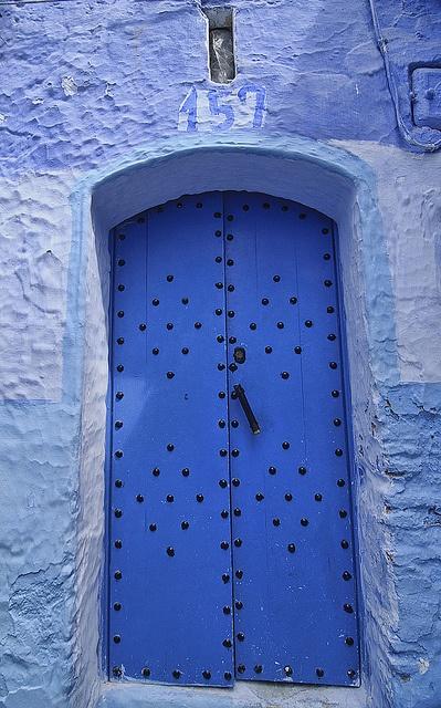 il colorato e suggestivo porte blu di Chefchaouen, in Marocco da jitenshaman, via Flickr