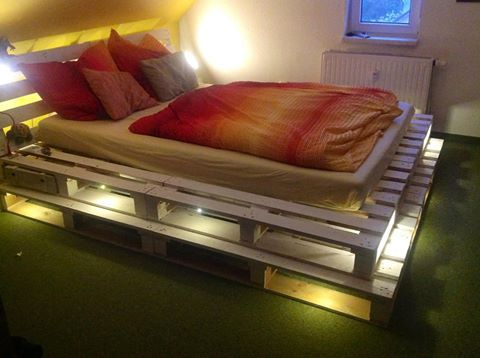 Pallet bed and lights | 1001 Pallets