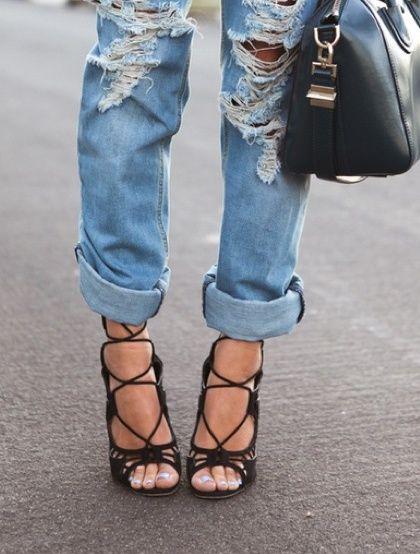 boyfriend jeans + sandals... love!