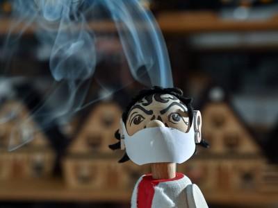 Weihnachten I: Drosten raucht