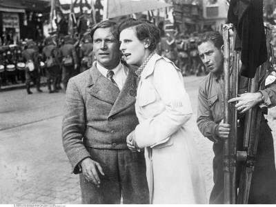 Leni Riefenstahl: Mit Hitler befreundet, von Goebbels gelobt