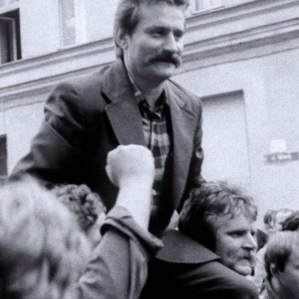"""Dokumentarfilm """"Der nackte König"""": Der Rausch der Revolution"""