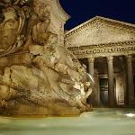 Panteon at night