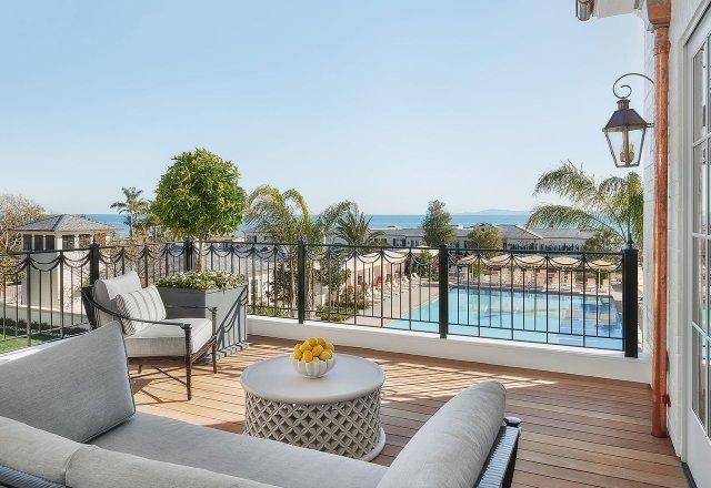 """Vue depuis un balcon donnant sur la piscine et l'océan Pacifique """"width ="""" 1280 """"height ="""" 880"""