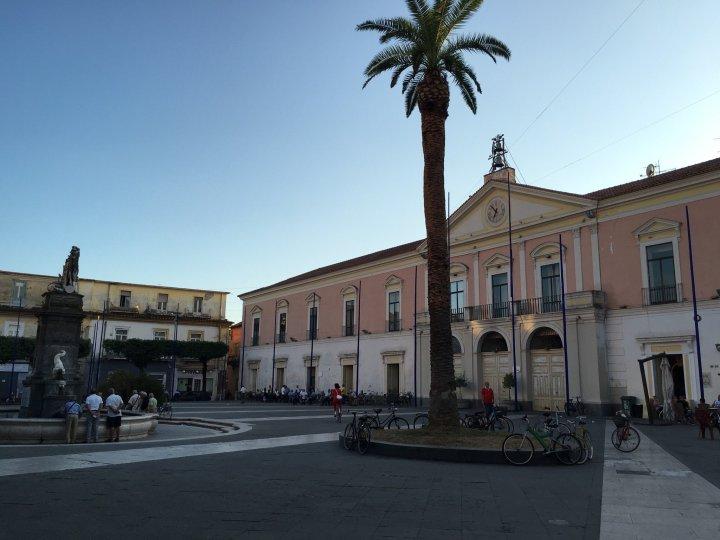 Piazza Umberto I, dove Camillo Ciano giocava da bambino   numerosette.eu