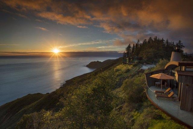 """coucher de soleil sur le Pacifique avec terrasse balcon chambre d'hôtel """"width ="""" 2000 """"height ="""" 1333"""