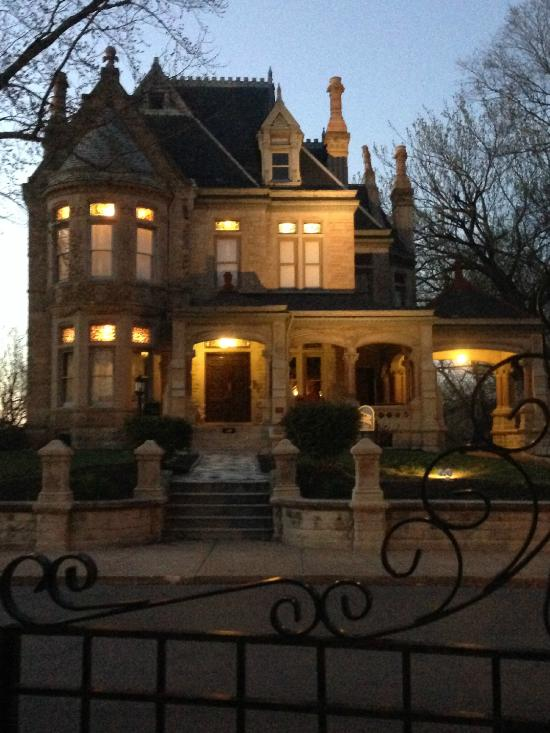 Shakespeare Chateau Bed Amp Breakfast Saint Joseph MO UPDATED 2017 Guest House Reviews