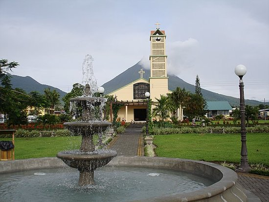 Costa Rica: The church in the middle of Fortuna