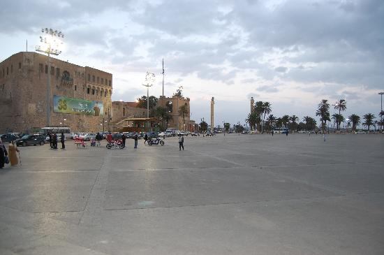 https://i2.wp.com/media-cdn.tripadvisor.com/media/photo-s/01/09/81/b3/tripoli.jpg