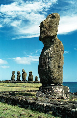 https://i2.wp.com/media-cdn.tripadvisor.com/media/photo-s/01/09/eb/83/easter-island-moi.jpg