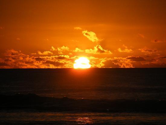 https://i2.wp.com/media-cdn.tripadvisor.com/media/photo-s/01/12/f0/97/sunset.jpg
