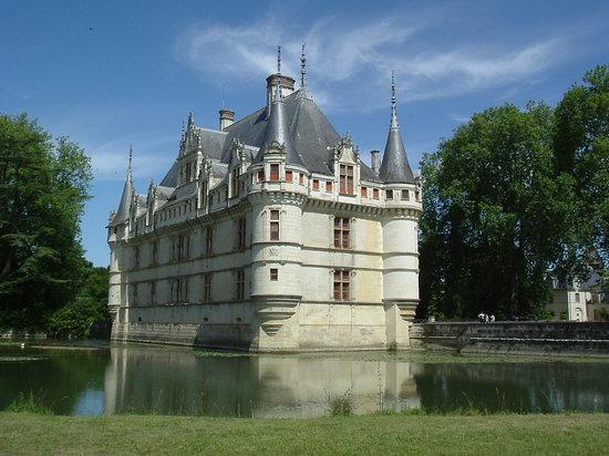 chateau of azay le rideau 2019 all you need to know before you go with photos azay le rideau france tripadvisor