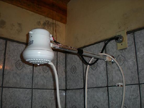D&D Brewery & Bed & Breakfast: Death trap electric shower head with mold.