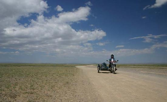 Mongolie : This is a major hiway in Mongolia