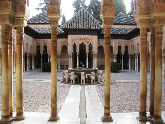 La Alhambra: courtyard of Alhambra