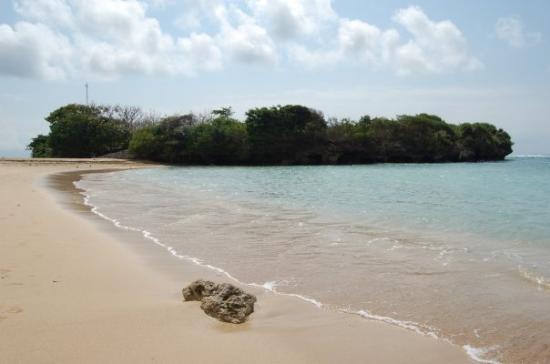 Nusa Dua, Indonesia: På den nydliga strando rett nerføre hotellstrando
