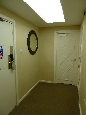 1 Bedroom Apartment Hallway Between And Living
