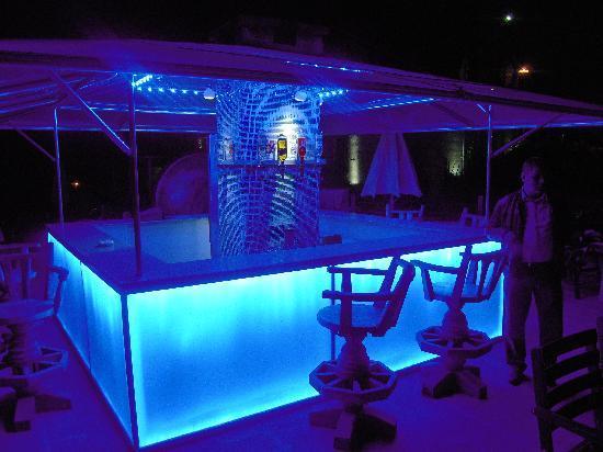 Cappadocia Cave Resort & Spa: Outdoor bar at Cappadocia CCR