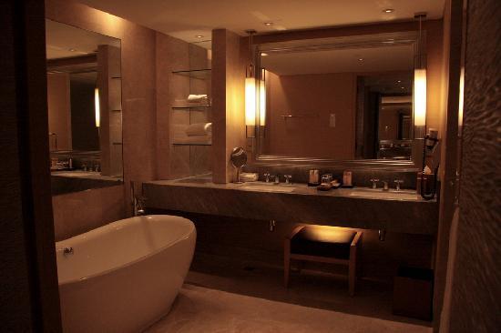 Nice Bathroom (no Scale Or Hand Towel Racks)