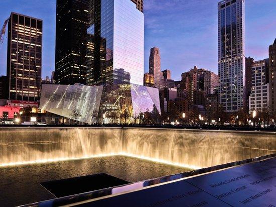 Memorial at Night. Photo by Joe Woolhead (39780831)