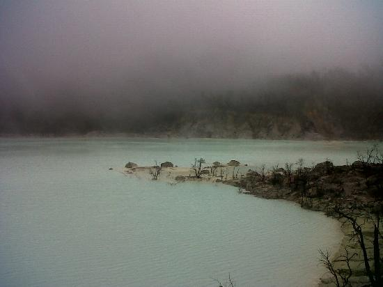 Kawah Putih: The mist around the crater<br />