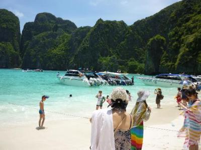 Amazing trip to Phi phi island despite of bad weather ...