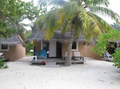notre bungalow beach - Picture of Kuredu Island Resort ...