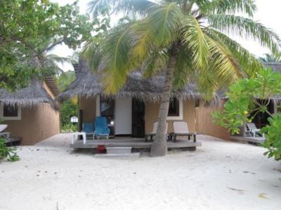 notre bungalow beach - Picture of Kuredu Island Resort ...