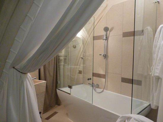 bain baignoire avec douche vasque