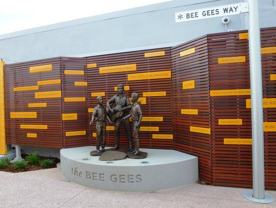 https://i2.wp.com/media-cdn.tripadvisor.com/media/photo-s/03/bb/88/0a/bee-gees-way.jpg