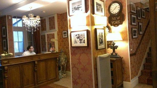 Hotel Churchill: Lobby