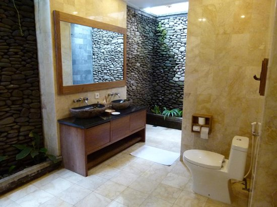 Walk In Robe, Part Of The Indoor/outdoor Bathroom