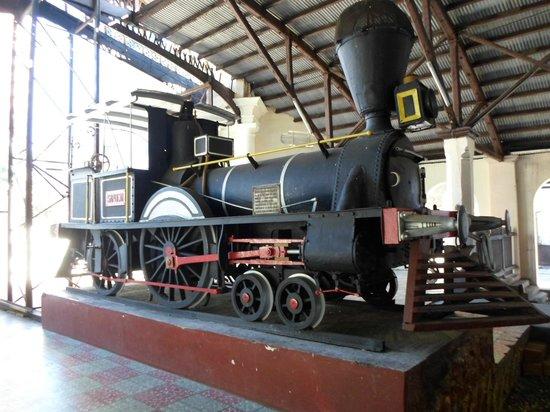 Estacion Central del Ferrocarril Carlos Antonio Lopez - Locomotiva ...