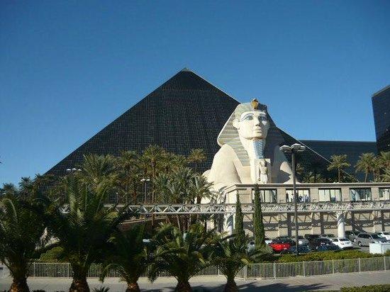 Luxor Hotel Las Vegas Parking  hotel luxor las vegas foto di