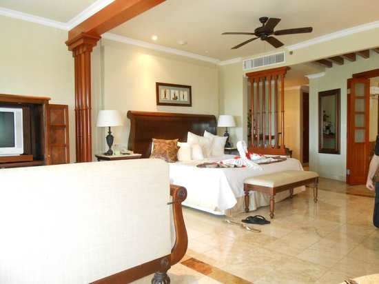 Main Room Golden Jr Suite Picture Of Valentin Imperial