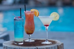 Solaire Restaurant + Bar: cocktails by the pool