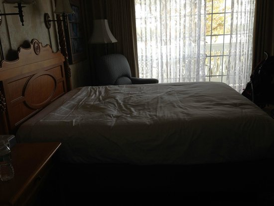 Disney S Grand Floridian Resort Spa Dip In Mattress Try Sleeping On This