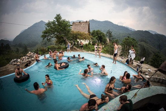 llanquin-great party hostels in central america-thatwanderlust-travel