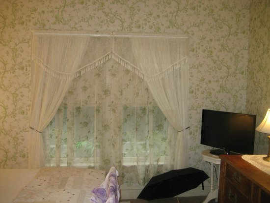 Room With Wallpaper And Sheer Curtains Matching Picture Of The Primrose Bar Harbor Tripadvisor
