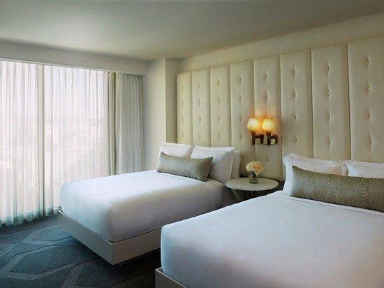 Mandalay Bay Rooms Queen